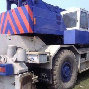 Cẩu bánh lốp Komatsu LW250-2 trọng tải 25 tấn