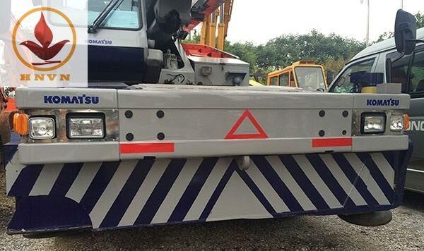 Xe cẩu bánh lốp Komatsu trọng tải 25 tấn-1