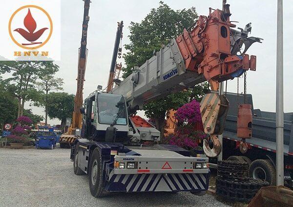 Xe cẩu bánh lốp Komatsu trọng tải 25 tấn