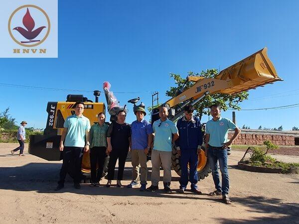 Bàn giao máy xúc lật JF932 cho nhà máy gạch Nam Anh, tỉnh Hải Dương