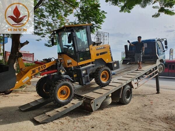 Vận chuyển máy xúc lật JF910 cho khách hàng tại Ninh Bình-1