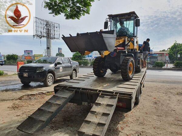 Vận chuyển máy xúc lật JF910 cho khách hàng tại Ninh Bình
