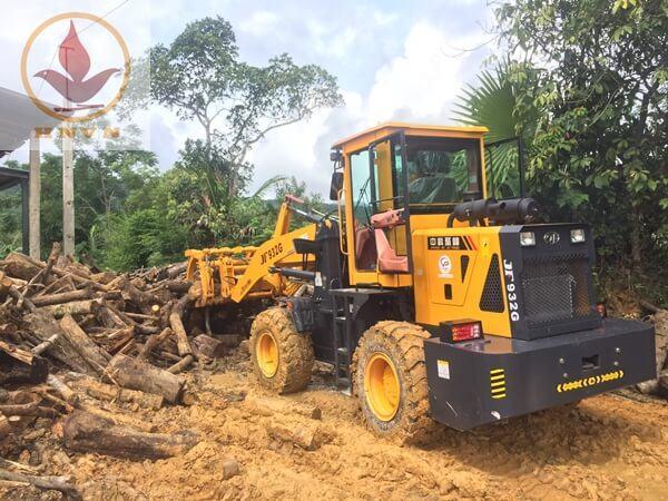 Máy xúc lật JF932G làm việc tại nhà máy chế biến gỗ ở Ninh Bình-1