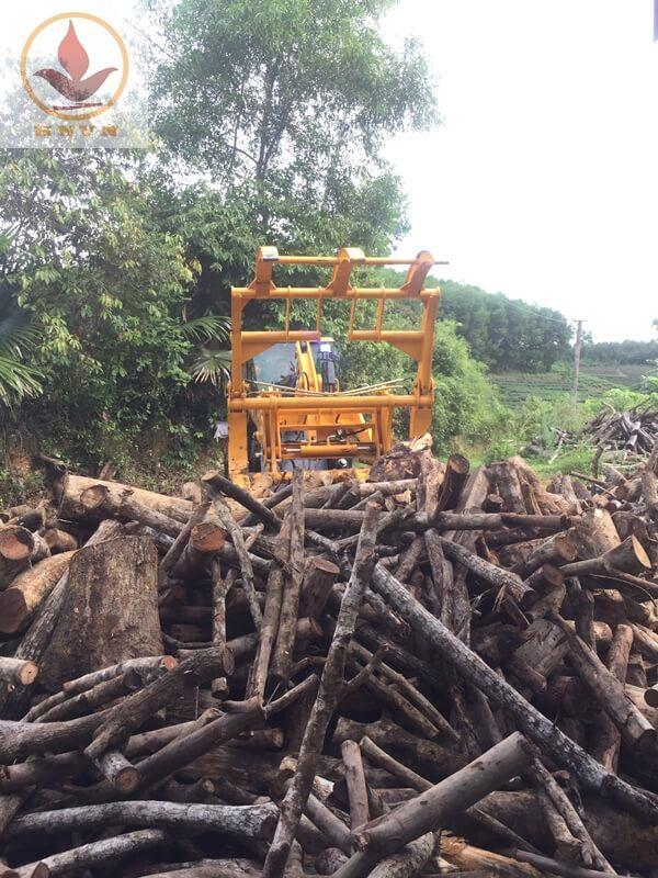 Máy xúc lật JF932G làm việc tại nhà máy chế biến gỗ ở Ninh Bình-2