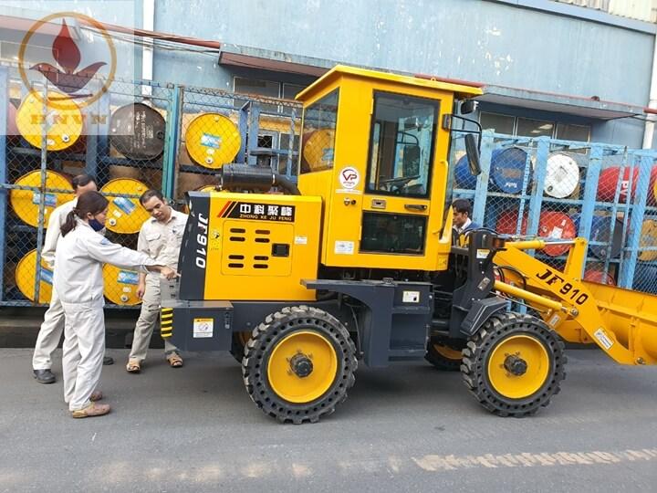 Bàn giao máy xúc lật JF910 cho nhà máy thép Hòa Phát, Hưng Yên-1