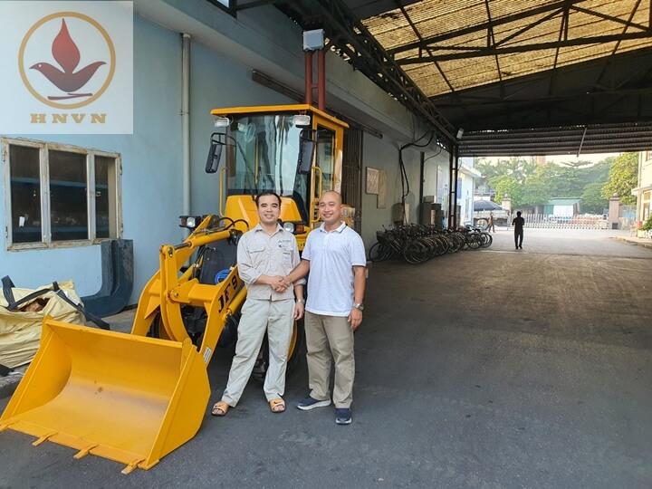 Bàn giao máy xúc lật JF910 cho nhà máy thép Hòa Phát, Hưng Yên